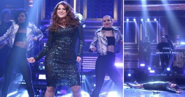 Меган Трејнор падна додека танцуваше во шоуто на Џими Фелон