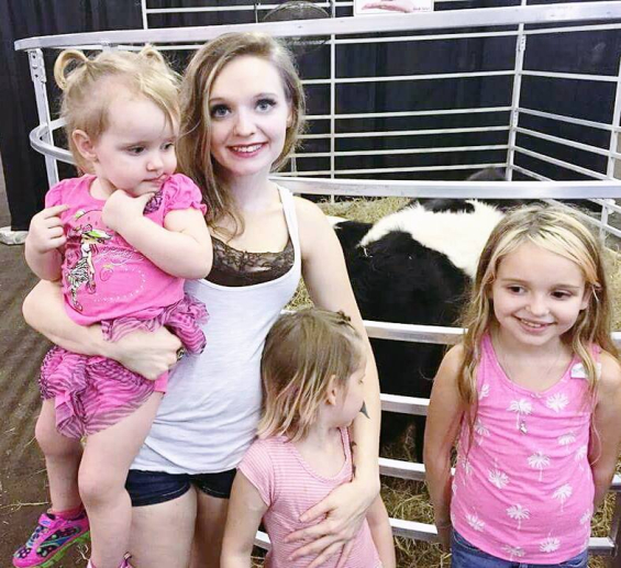 Тауни Нелсон со три од своите ќерки