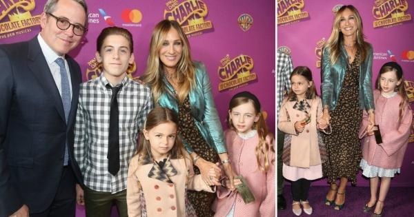 Сара Џесика Паркер со сопругот и трите деца на