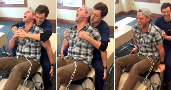 Маж  искуси  породилни болки со симулатор