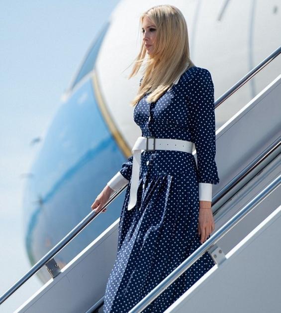 Фустан со точкест принт