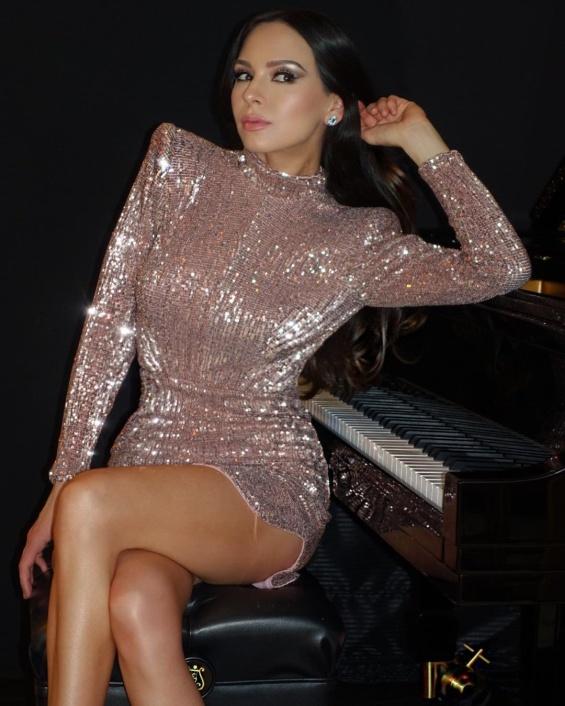 Лола Астанова