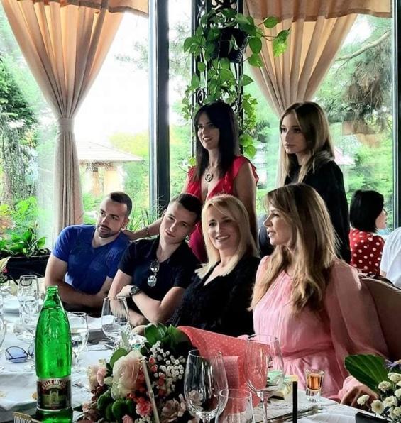 Натали Грубовиќ со семејството
