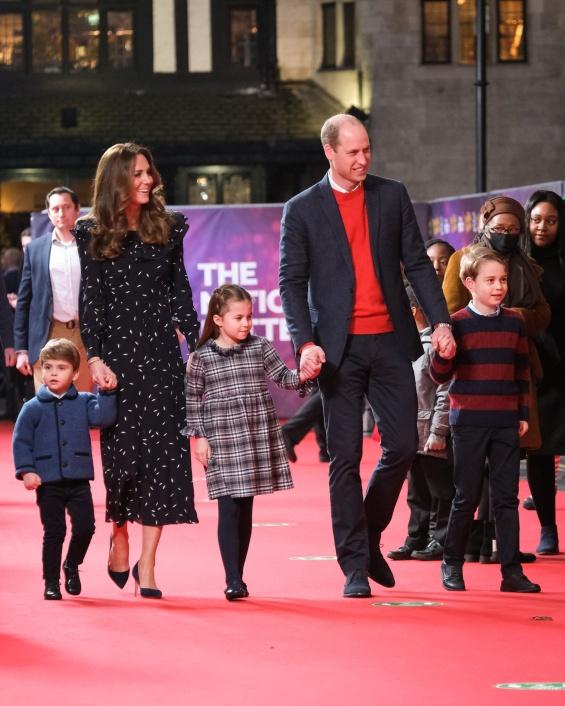 Војвотката Кетрин и принцот Вилијам со децата