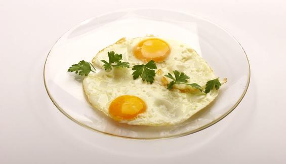 Јајца на око