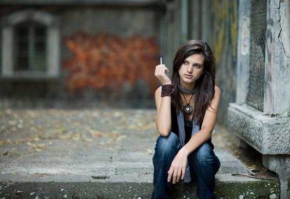 Тинејџерка што пуши