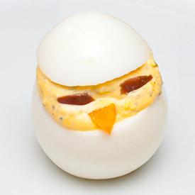 Полнети јајца со декорација пиле