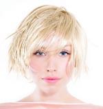 Жена со кратка коса